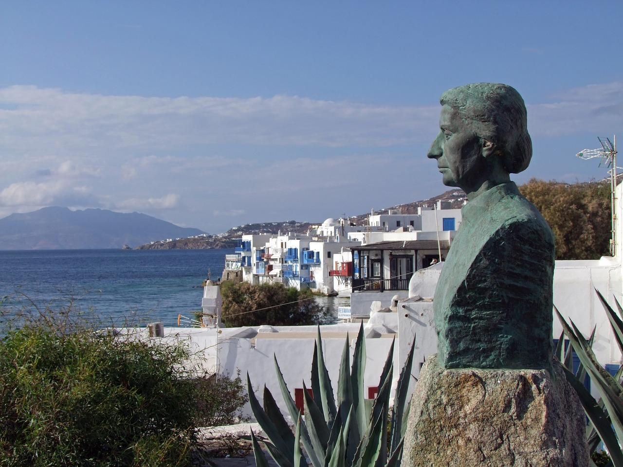 statue looking sternly over mykonos