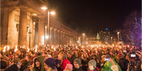 Hogmanay crowd in Edinburgh