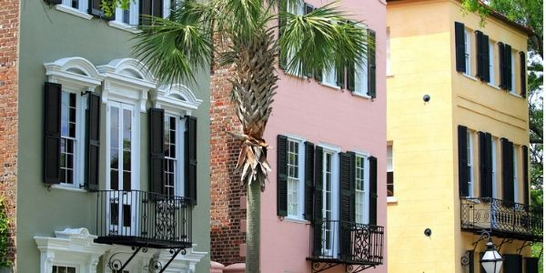Single house fronts in Charleston