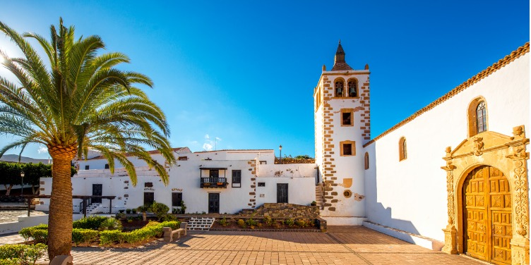 an image of the white buildings in the town square of Betancuria, Fuerteventura