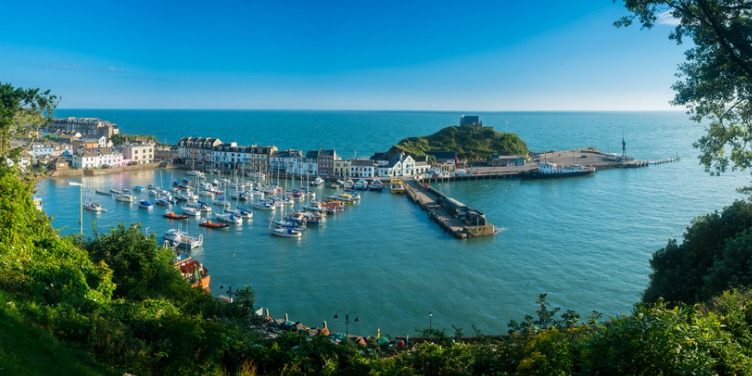 an image of the harbour in Ilfracombe, Devon as the sun rises