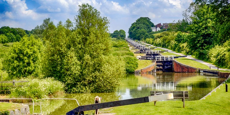 an image of Caen Hill Locks in Wiltshire, on the Great West Way